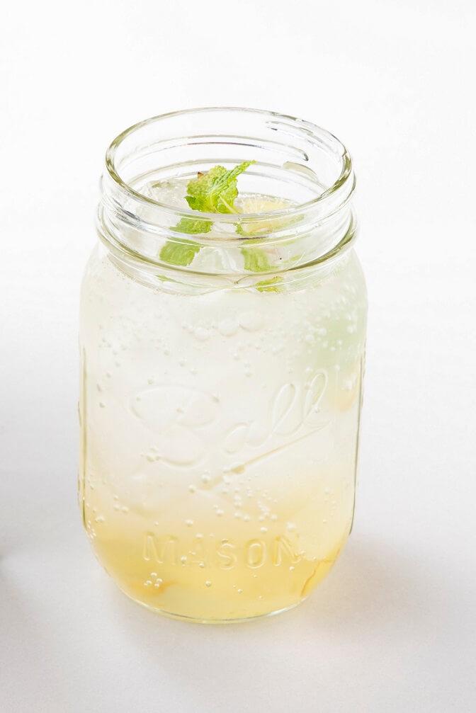 氷砂糖でフルーツビネガーカフェ  プラムハニージンジャーエール