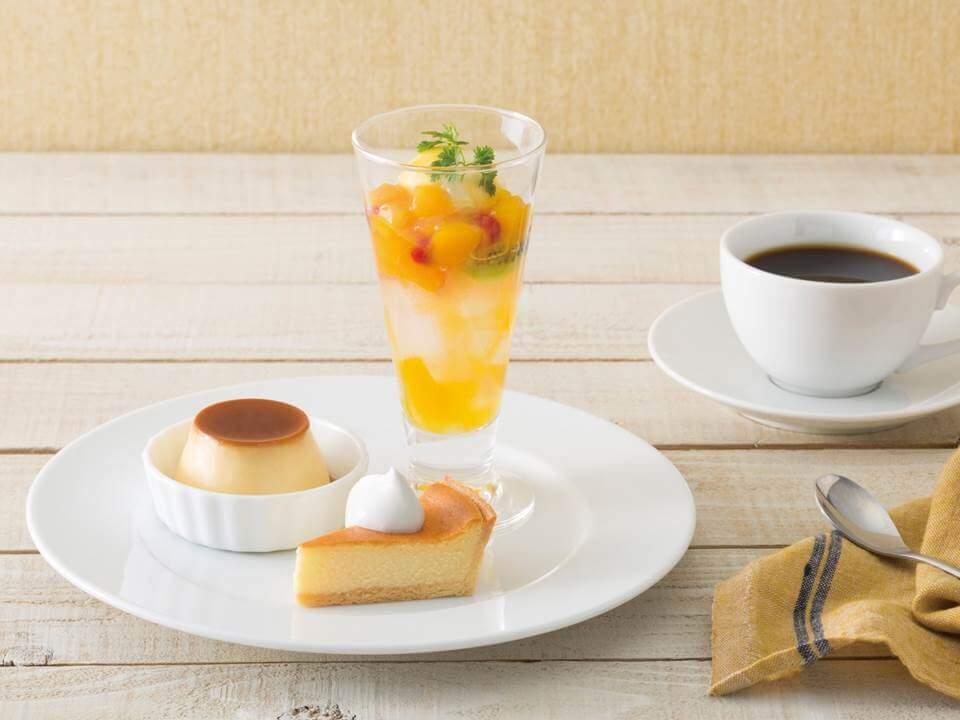 カフェモロゾフ マンゴーのミニパフェとデザートプレート