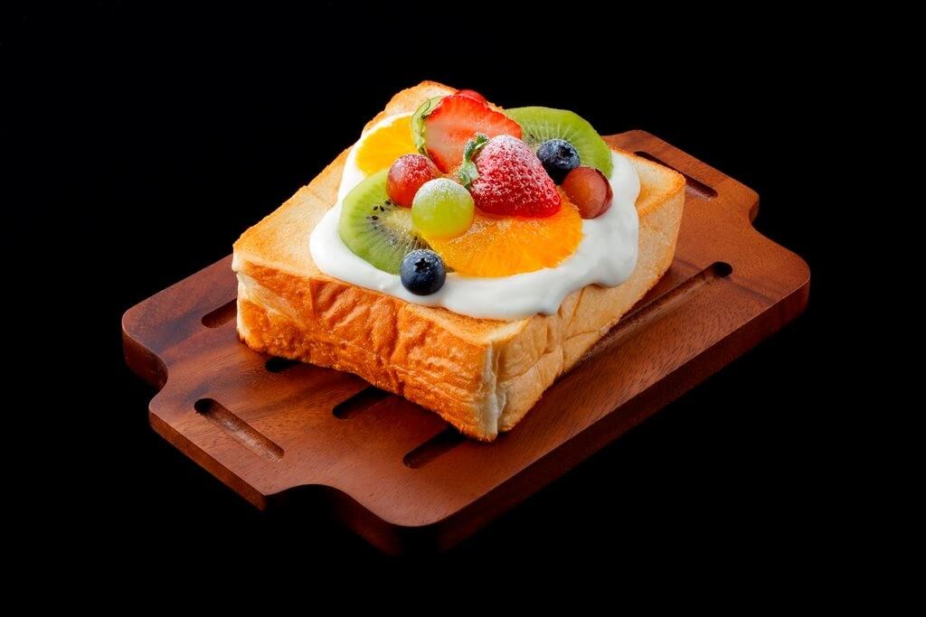 MILKLAND HOKKAIDO → TOKYO 新メニュー 5種のフルーツの爽やかクリームトースト