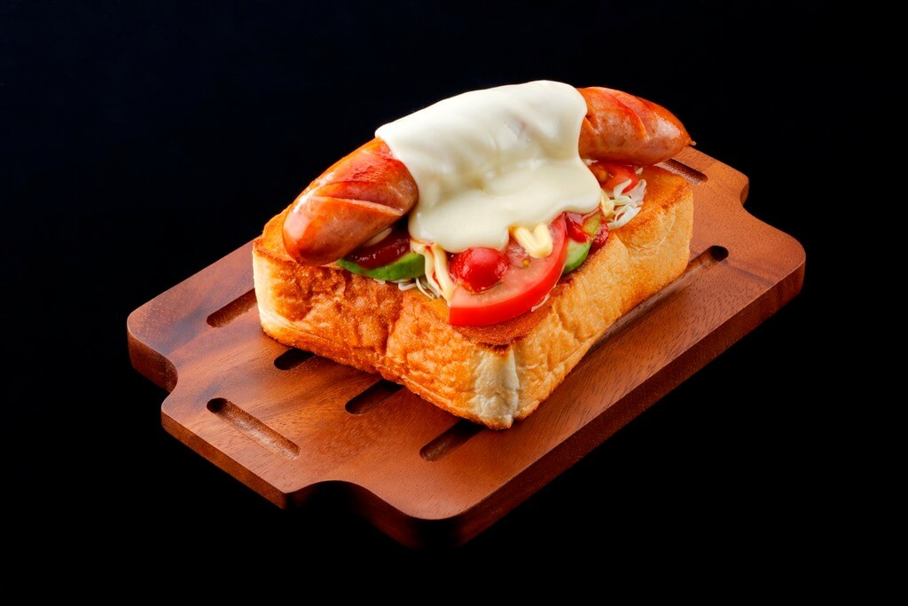 MILKLAND HOKKAIDO → TOKYO 新メニュー ホエー豚ソーセージのダブルチーズトースト