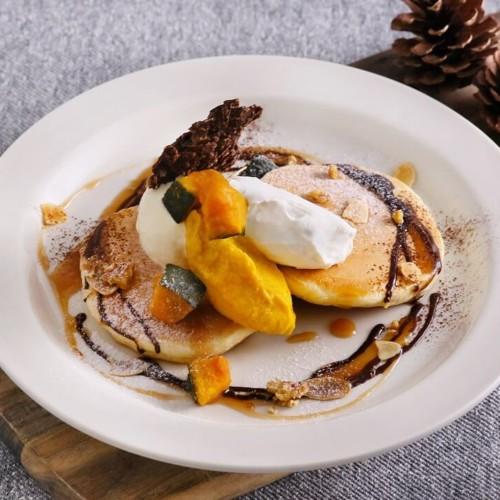 カフェココノハ かぼちゃクリームとチョコクランチのパンケーキ