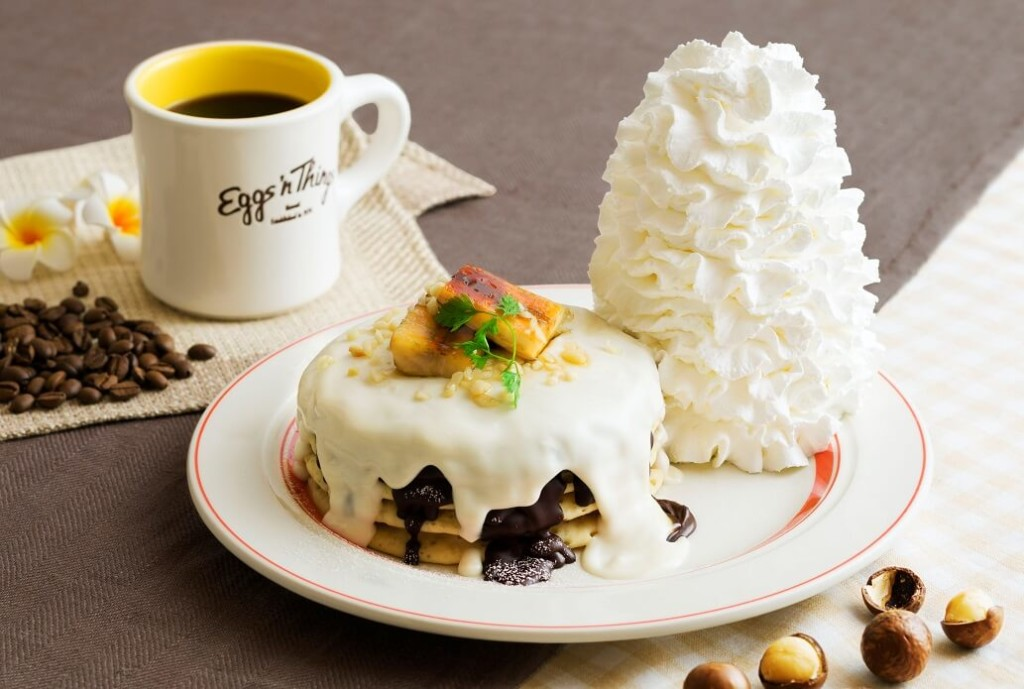 Eggs 'n Things「マカダミアナッツソースとチョコレートのパンケーキ」