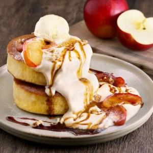 MARFA CAFE 焦がしキャラメルとりんごのパンケーキ