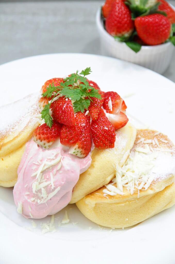 幸せのパンケーキ 国産いちごたっぷりのいちごショートパンケーキ