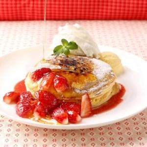 【期間限定】クアアイナで「いちごのパンケーキブリュレ」発売!1/15イチゴの日に合わせた新作メニュー