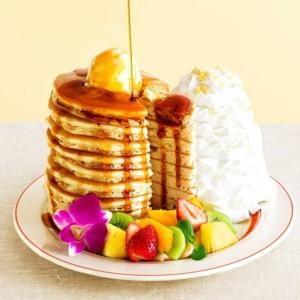 【日本上陸10周年記念】Eggs 'n Things で10枚重ねアニバーサリーパンケーキ発売開始!