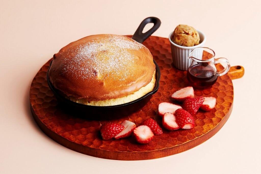 J.S. PANCAKE CAFE 苺のスキレットスフレパンケーキ