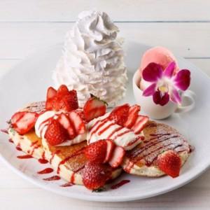 《コナズ珈琲》イチゴをふんだんに使用したパンケーキ&ドリンクを発売開始!