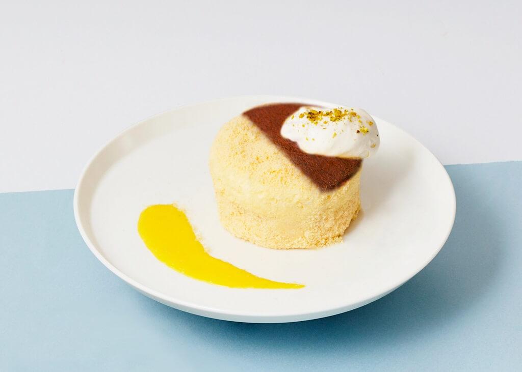 カフェ&ブックス ビブリオテーク 北海道産クリームチーズのベイクド&レア 2層チーズケーキ