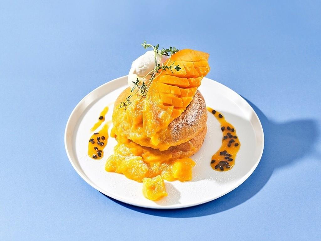 まるごとマンゴーとなめらかパッションソースのパンケーキ