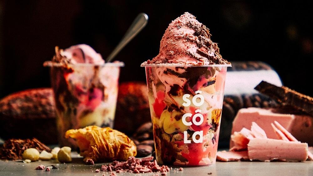 濃厚チョコレート専門店 SÔ CÔ La ルビーソコラソフトクリームスムージー