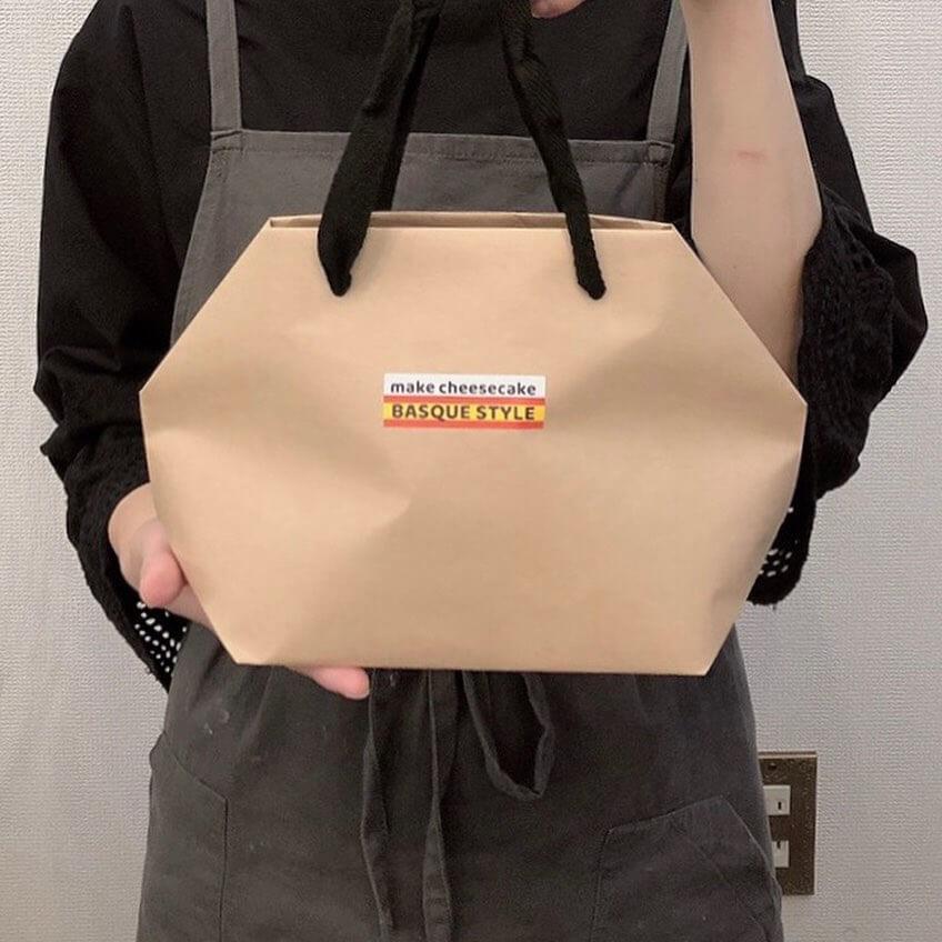 バスクチーズケーキ専門店BASQUE-STYLEの『熟成冷凍バスクチーズケーキ』 バッグ