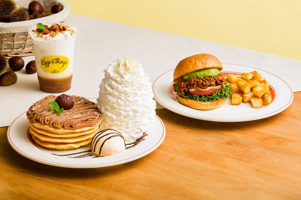 Eggs'n Things 『モンブランクリームパンケーキ』『マロンラテ』