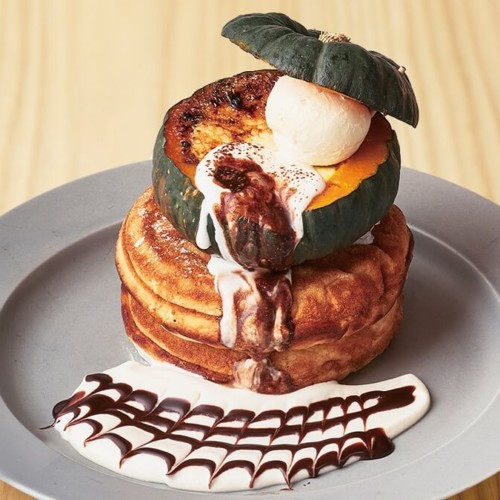 カフェ&ブックス ビブリオテークまるごとかぼちゃのパンケーキ