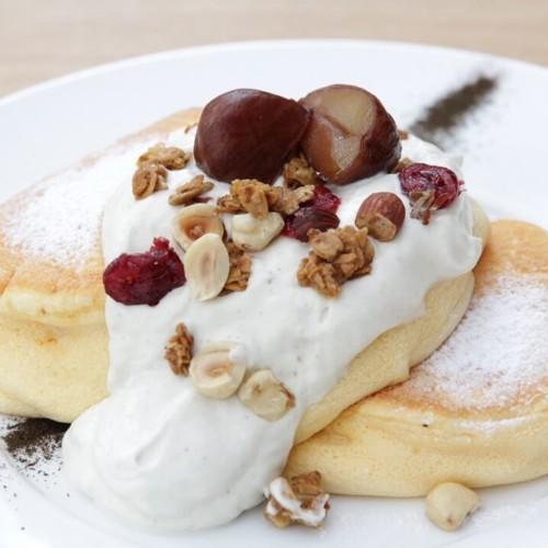 幸せのパンケーキ 国産和栗のモンブランホイップパンケーキ