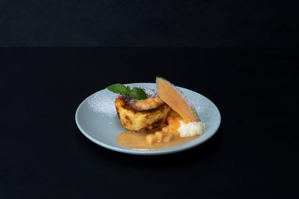 果房メロンとロマン メロンのバスクチーズケーキ
