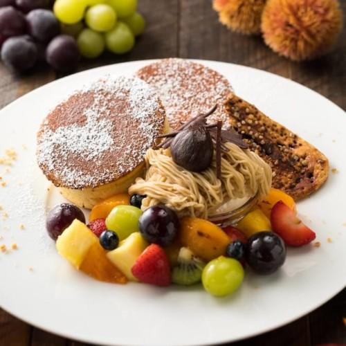 湘南パンケーキ 和栗のモンブランと季節のフルーツパフェパンケーキ