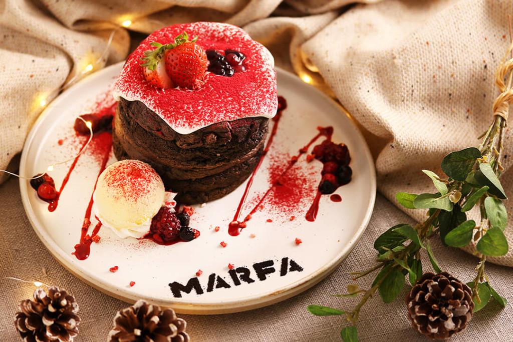 MARFA CAFE いちごのココアパンケーキ
