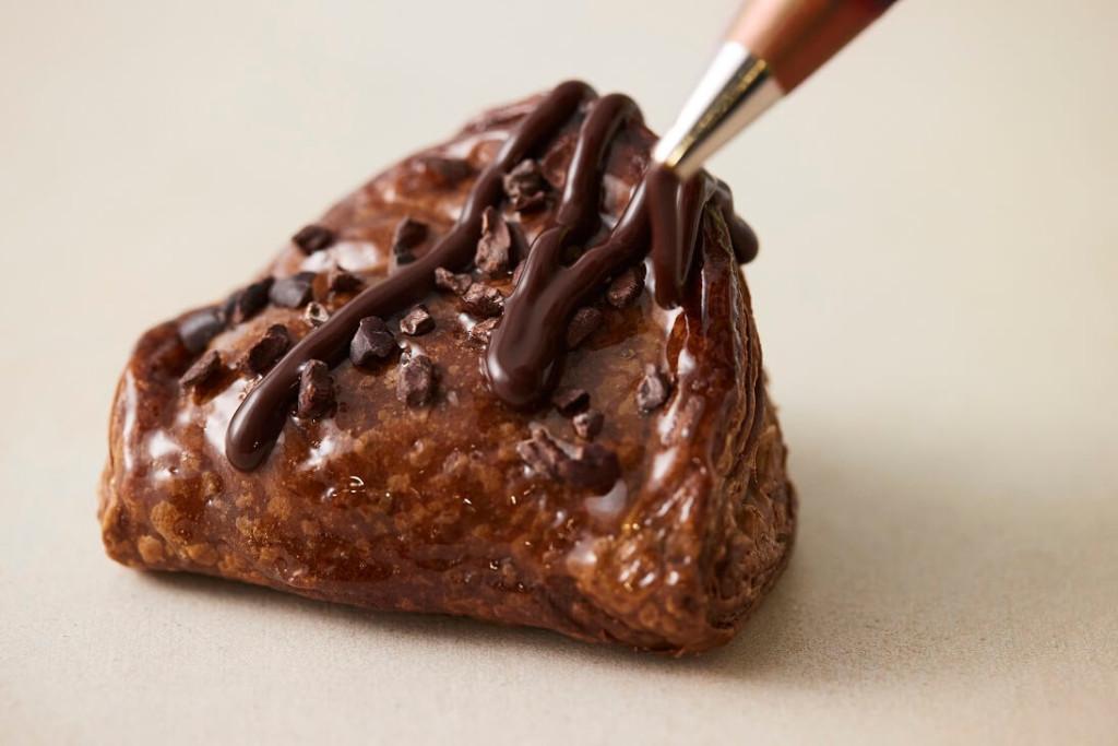 RINGO 焼きたてトリプルチョコレートアップルパイ