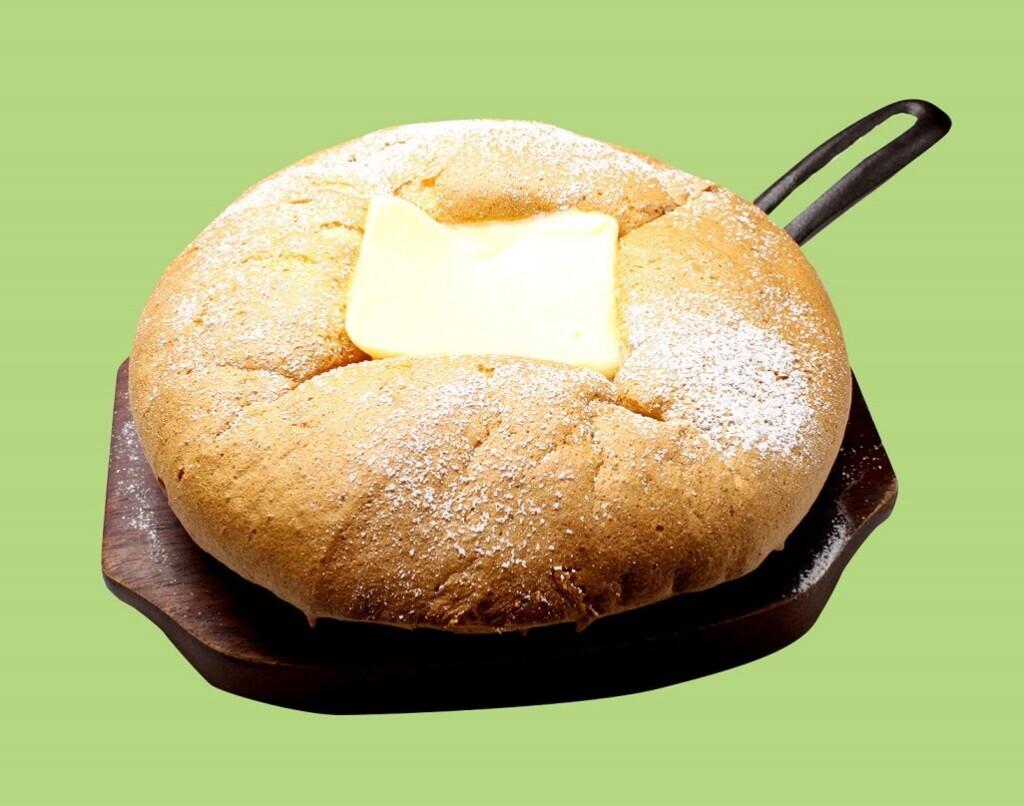 センナリヤフルーツパーラー×台湾カステラ 米米(ファンファン)カルピスバターの台湾カステラパンケーキ