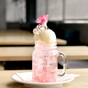 ヘッドクォーターズカフェ 桜のフロート