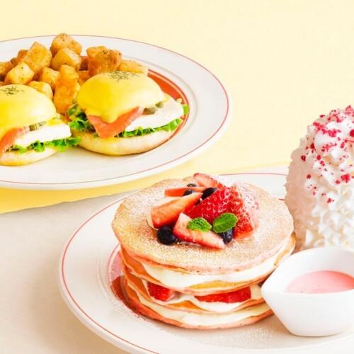 エッグスンシングス 『ミルクのミルフィーユパンケーキ』と『スモークサーモンとクリームチーズのエッグスベネディクト』