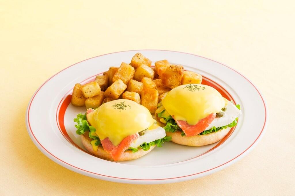 エッグスンシングス スモークサーモンとクリームチーズのエッグスベネディクト