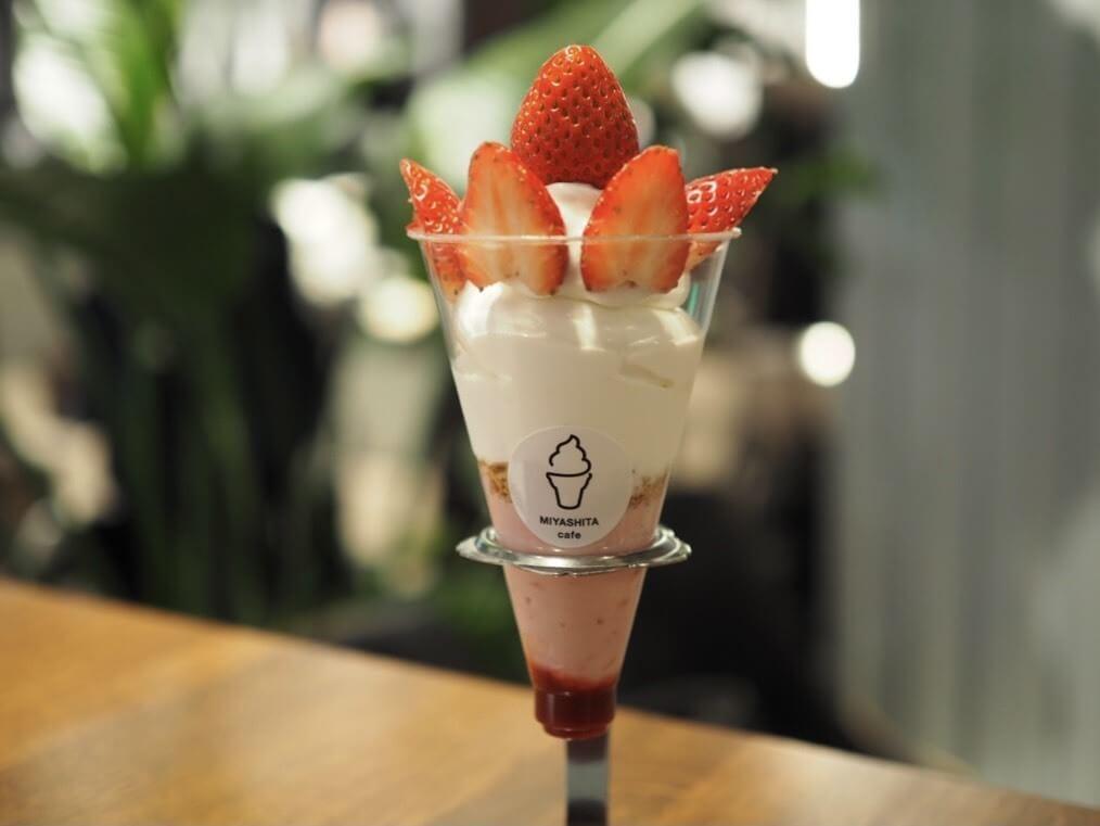 MIYASHITA CAFE スペシャルいちごパフェ