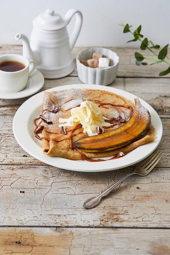 Afternoon Tea LOVE&TABLE 発酵バターとライ麦粉のクレープ 自家製塩キャラメルソース キャラメリゼバナナ&ミルクバニラ