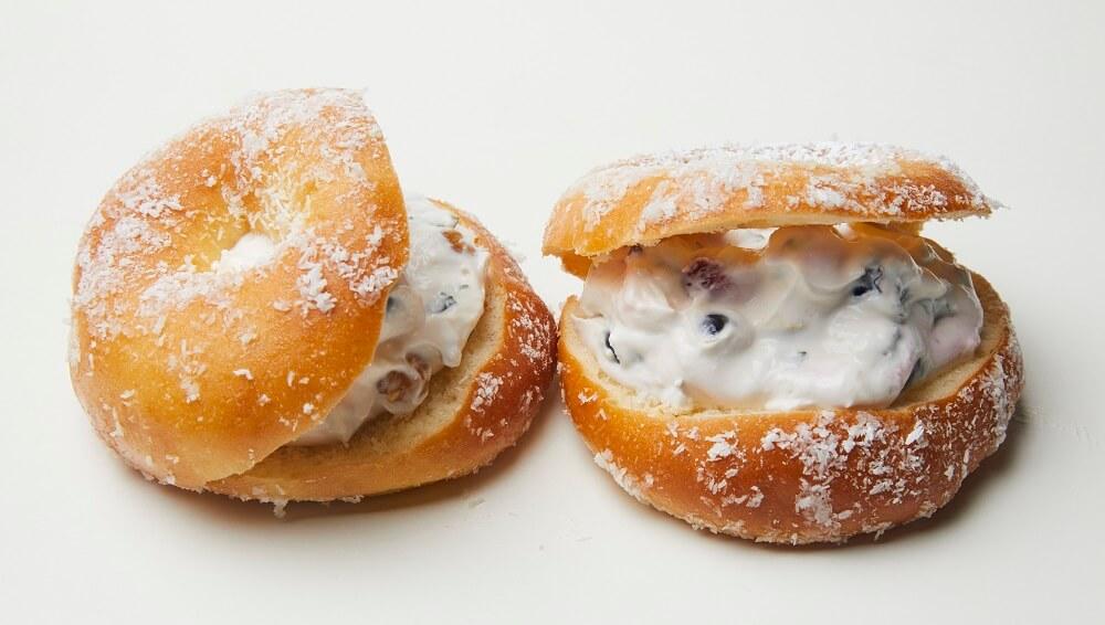 ディーンアンドデルーカカフェ ドーナツサンド ベリーベリークリームチーズ