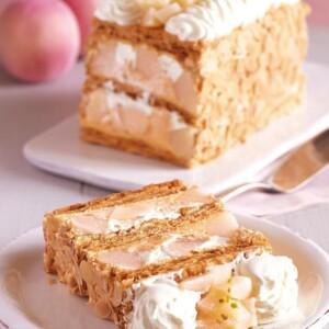 【期間限定】キハチ青山本店で「KIHACHIの白桃とヨーグルトクリームのピーチメルバパイ」発売!食べる直前にフランボワーズソースを。