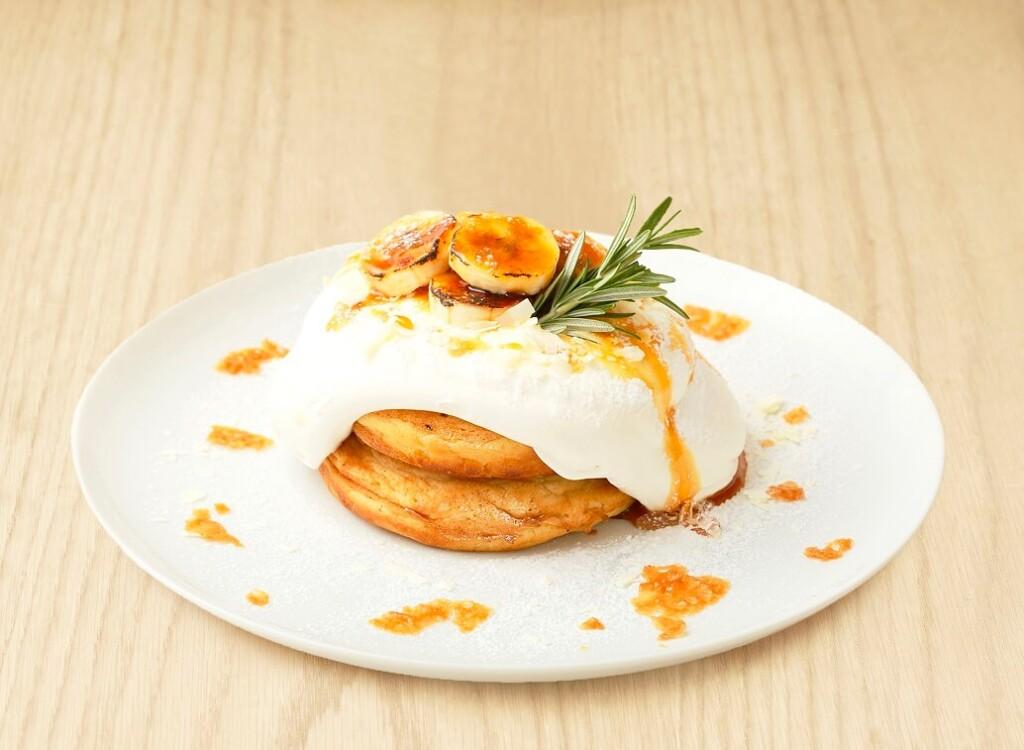 ビブリオテーク熊本 阿蘇ジャージーミルクとキャラメルバナナのクリーミーパンケーキ