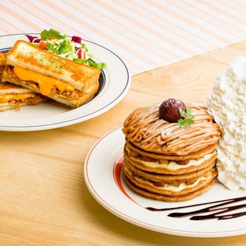 エッグスンシングス 『コナコーヒーとモンブランのパンケーキ』『カルアポークチーズサンド』