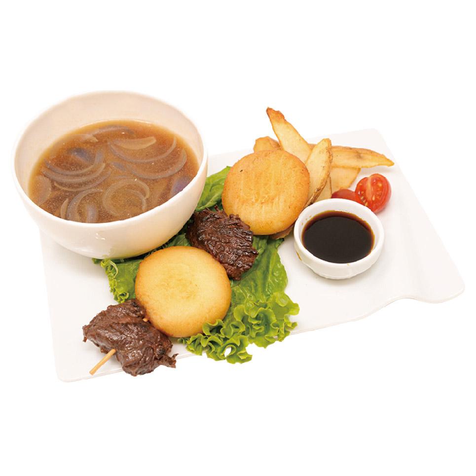 リリアス天幕街の屋台で食べられる 肉餅団子と餅のスープ